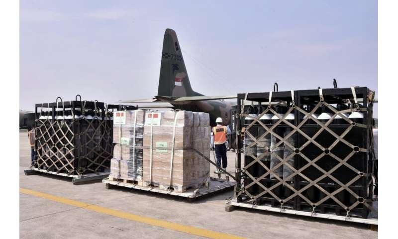 Indonezijai trūksta deguonies, ji ieško pagalbos, nes viruso atvejai auga