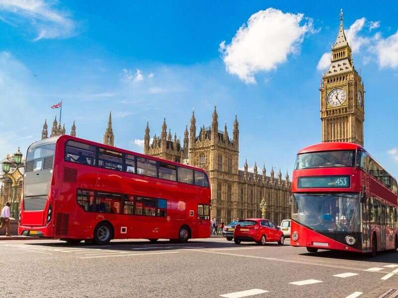 AS mengeluarkan peringatan perjalanan terberat untuk Inggris saat kasus COVID-19 di sana meningkat