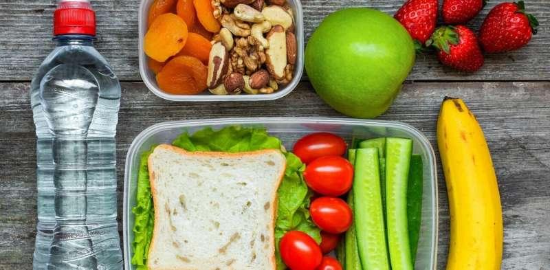 Vyměňujte tvary za rýžové krekry, hranolky za popcorn ... rodiče mohou zlepšit stravu svých dětí s těmito zdravějšími možnostmi obědů