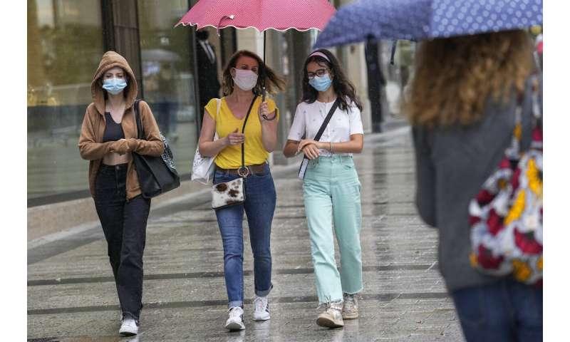 Francúzsko sa po varovaní prezidenta ponáhľa s očkovaním