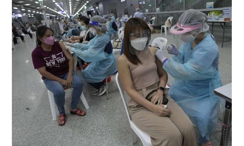 Tajlanda shtrëngon masat ndërsa rastet ditore kalojnë 10,000