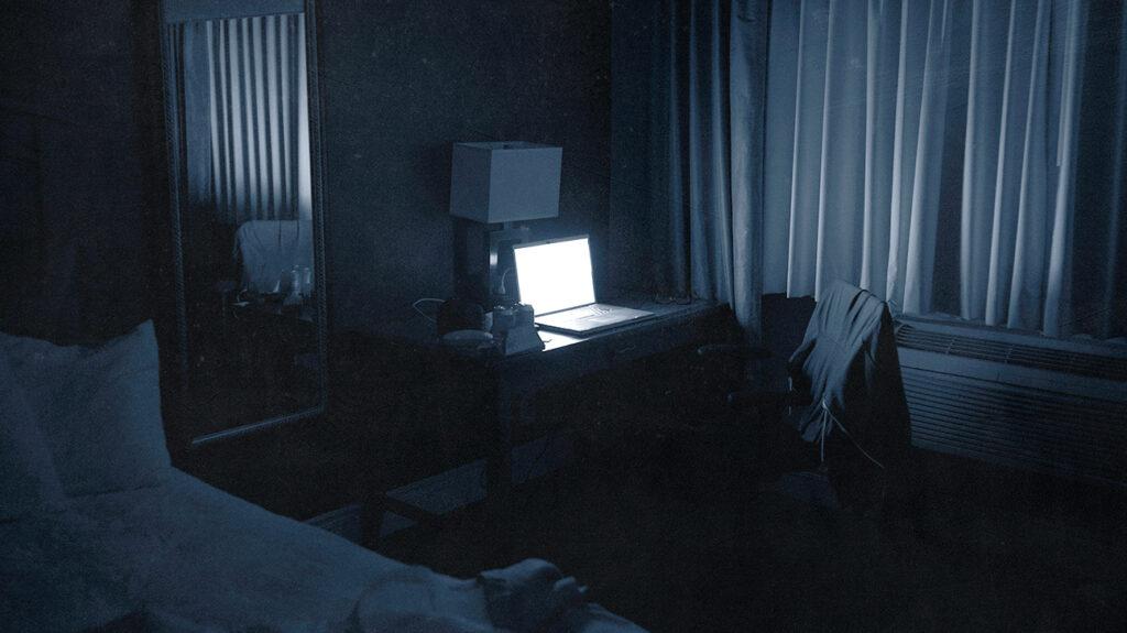 drita e ekranit në errësirë