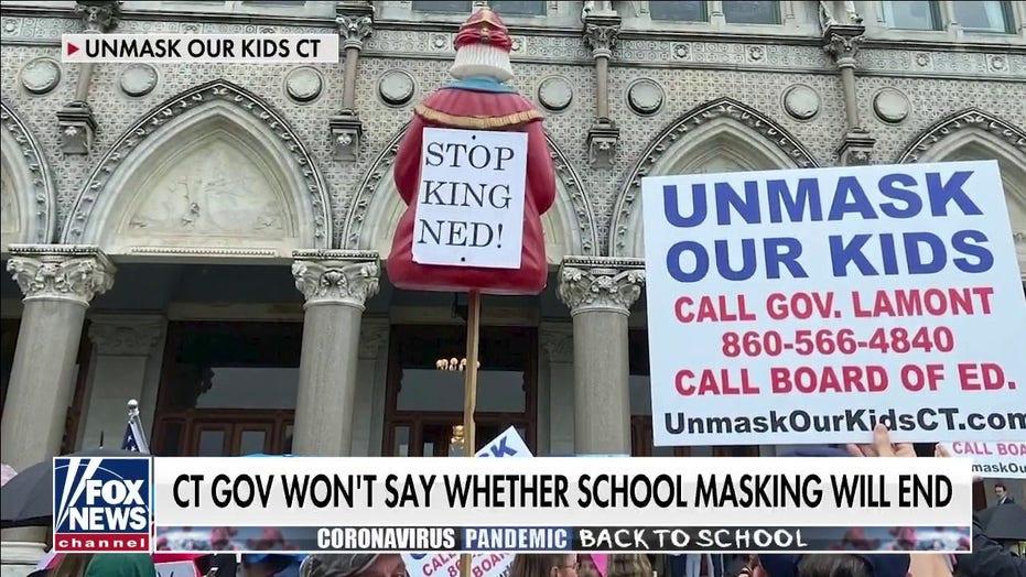 Părinții din Connecticut se unesc și împing să scoată copii la școală