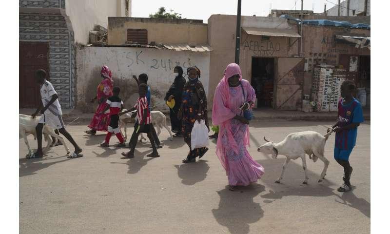 Senegal vidí dramatický nárast COVID-19 ako veľké dovolenkové krosná