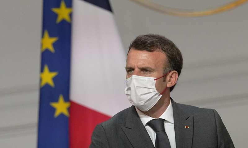 Macron francese ordina a tutti gli operatori sanitari di vaccinarsi