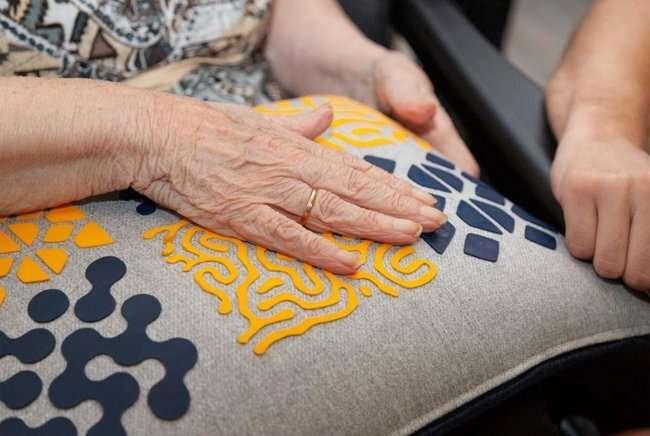 La tecnologia calda mette le persone con demenza al centro della scena