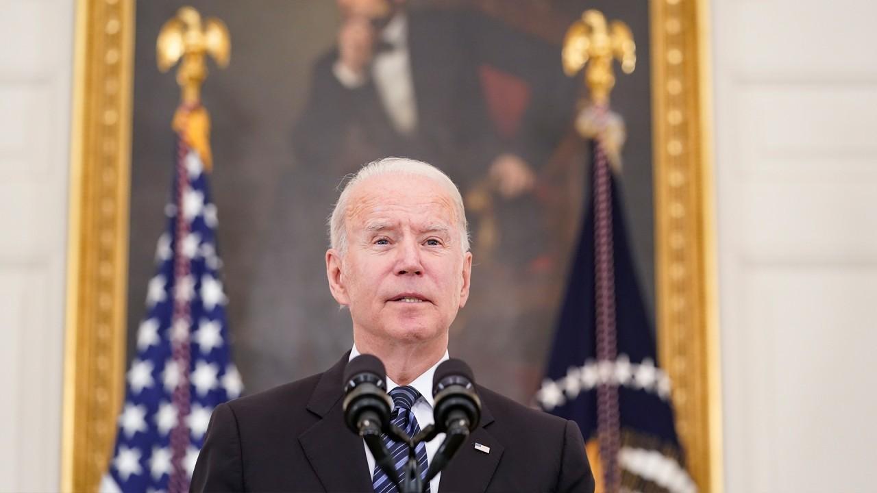 O presidente Biden enfrenta pressão para confrontar a China sobre as origens do coronavírus