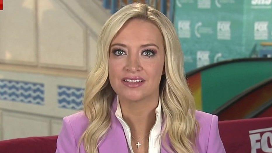 Kayleigh McEnany încurajează oamenii să se vaccineze împotriva COVID