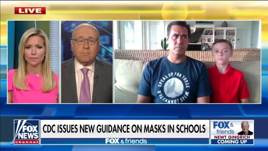 Il CDC afferma che gli studenti non vaccinati devono ancora indossare maschere in autunno
