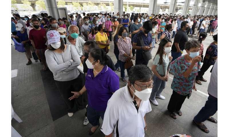 Ratele mortalității cresc în Asia de Sud-Est, pe măsură ce valurile de virus se răspândesc