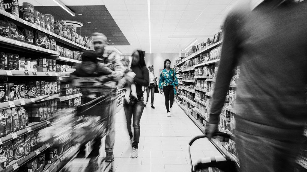 Ljudi u trgovini