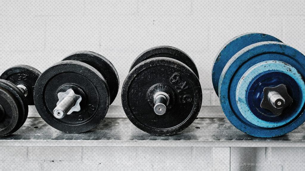 ngushtë me pesha të ndryshme