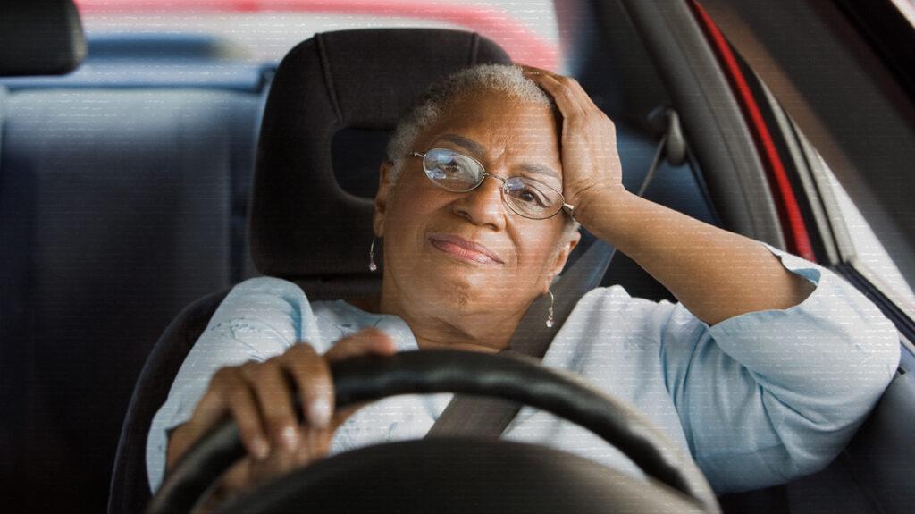 γυναίκα που δείχνει αγχωμένη στην κίνηση