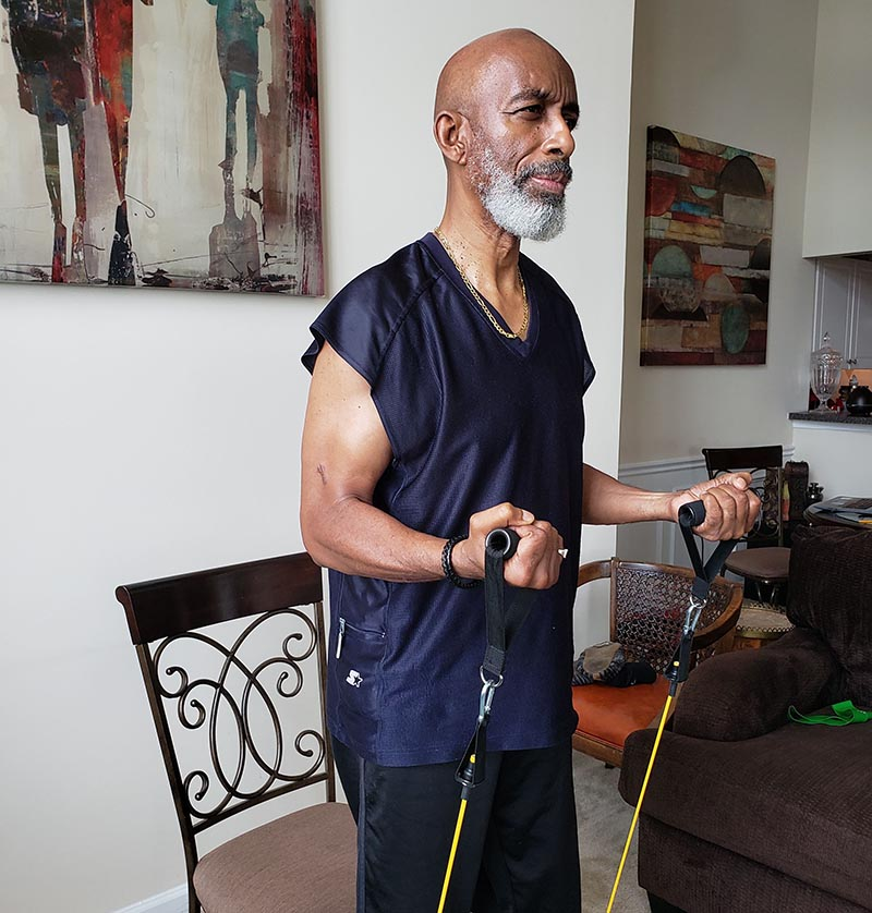 Ο LeCount Holmes ξανάρχισε το πρόγραμμα φυσικής κατάστασης και παραδίδει μαθήματα στο διαδίκτυο. (Φωτογραφία ευγενική προσφορά της Dianne Holmes)